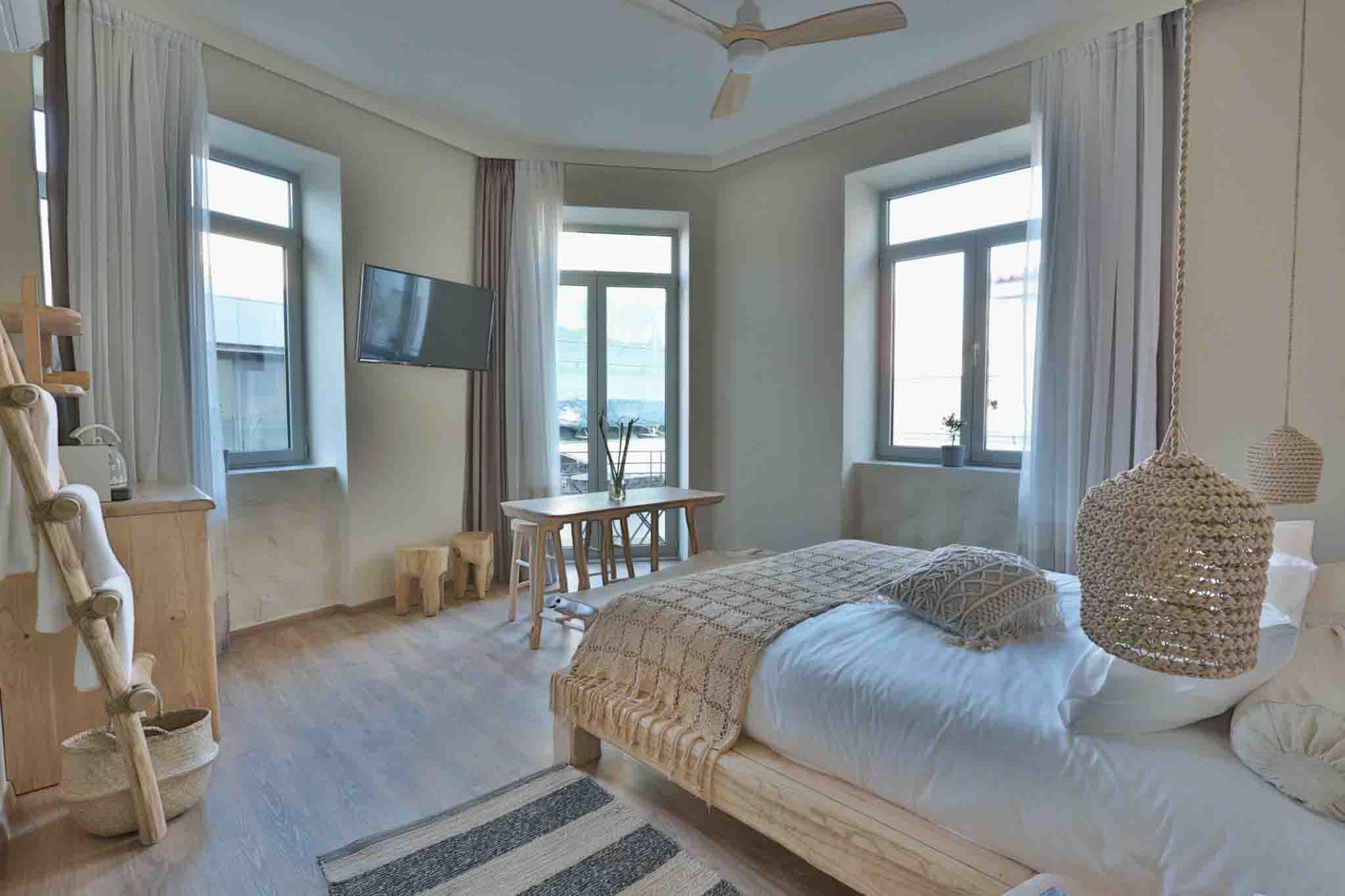 Hotel_room_Smaragda_01